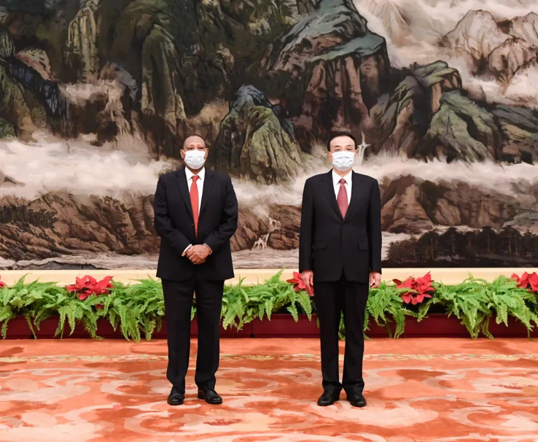 李克强会见28国新任驻华使节